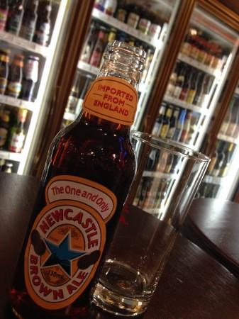 テーマビールはニューキャッスルブラウンエール(イギリス)